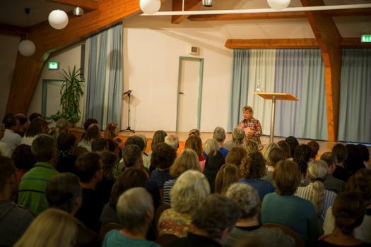 Elke Gerhardt hält Seminare und Vorträge über Naturheilverfahren